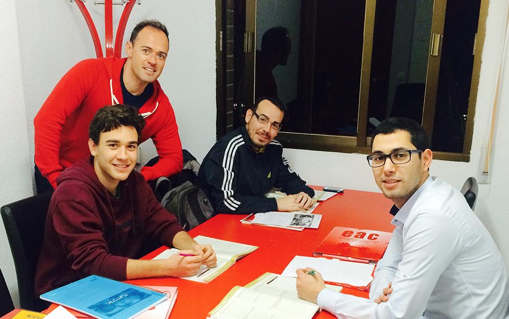 alumnos en la EAC Granada